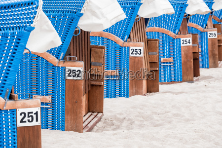 krzesla plazowe na wybrzezu baltyku