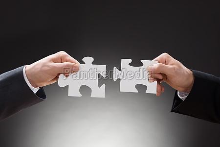 dwa przedsiebiorcow gospodarstwa puzzle pieces