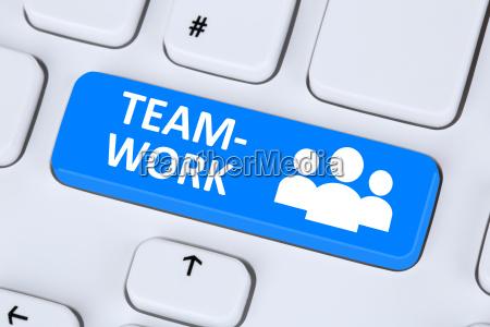 praca zespolowa i zespol biznesowy online