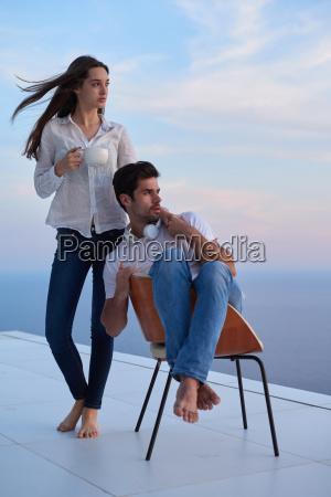 szczesliwa mloda para romantycznych bawic arelax