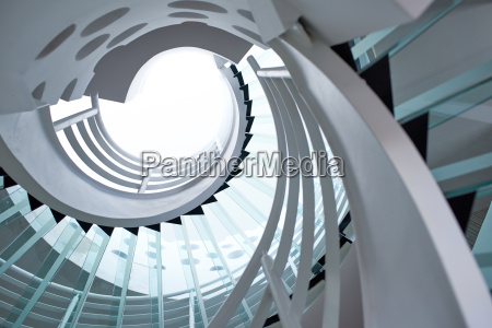 nowoczesne szklane schody spiralne