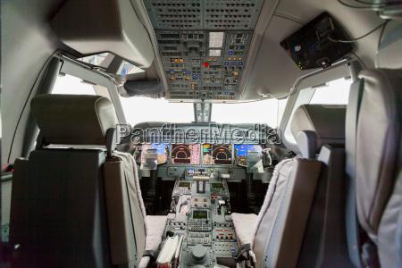 wnetrze g550 samolotu kokpit z regulacja