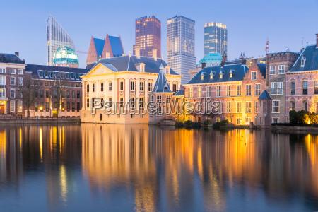 reichstag parlament niderlandy mittelpunkt holandia wiezowce
