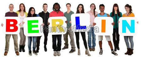 grupa mlodzi ludzie ludzie wielokulturowe slowo