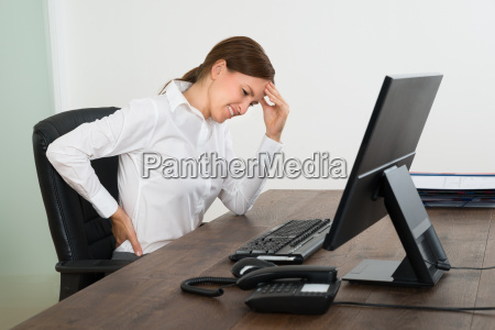 kobieta interesu cierpiacych na bole plecow