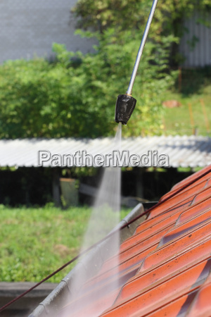 roof cleaning with high pressure cleaners