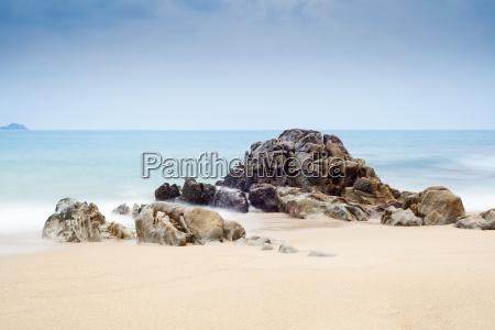 skaly i morze