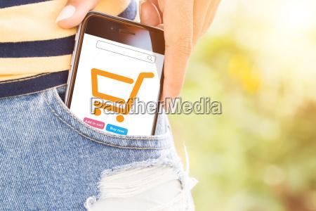 telefon w torbie latwe lifestyle concept