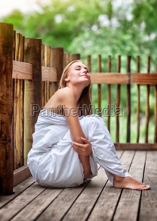 zmyslowy kobieta na spa resort