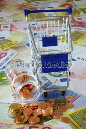 konsumpcja monety zakupy banknotow wozek karren