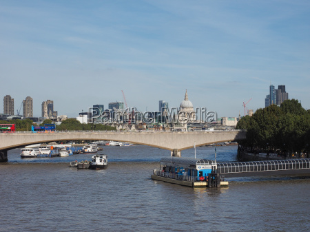waterloo bridge in london