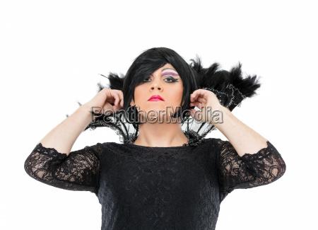 aktor drag queen ubrany jako kobieta