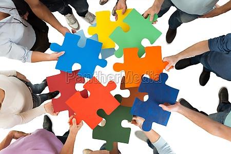 pien biznesmenow gospodarstwa kolorowe puzzle sztuk