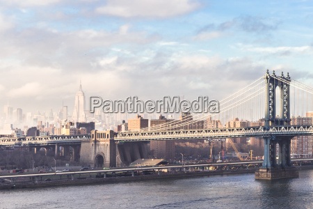 manhattan bridge at dusk new york