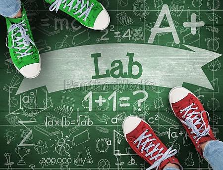lab przeciwko zielonej tablicy