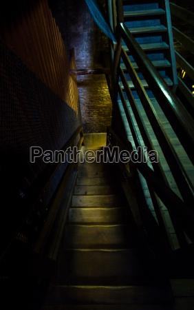 schodek schody niebezpieczenstwo zagrozenia noc nocy