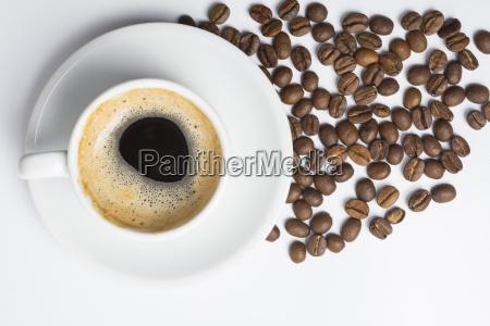 filizanka kawy z pianka i pieczona