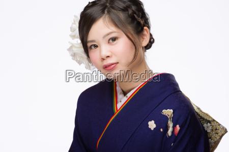 mloda japonka w kimono