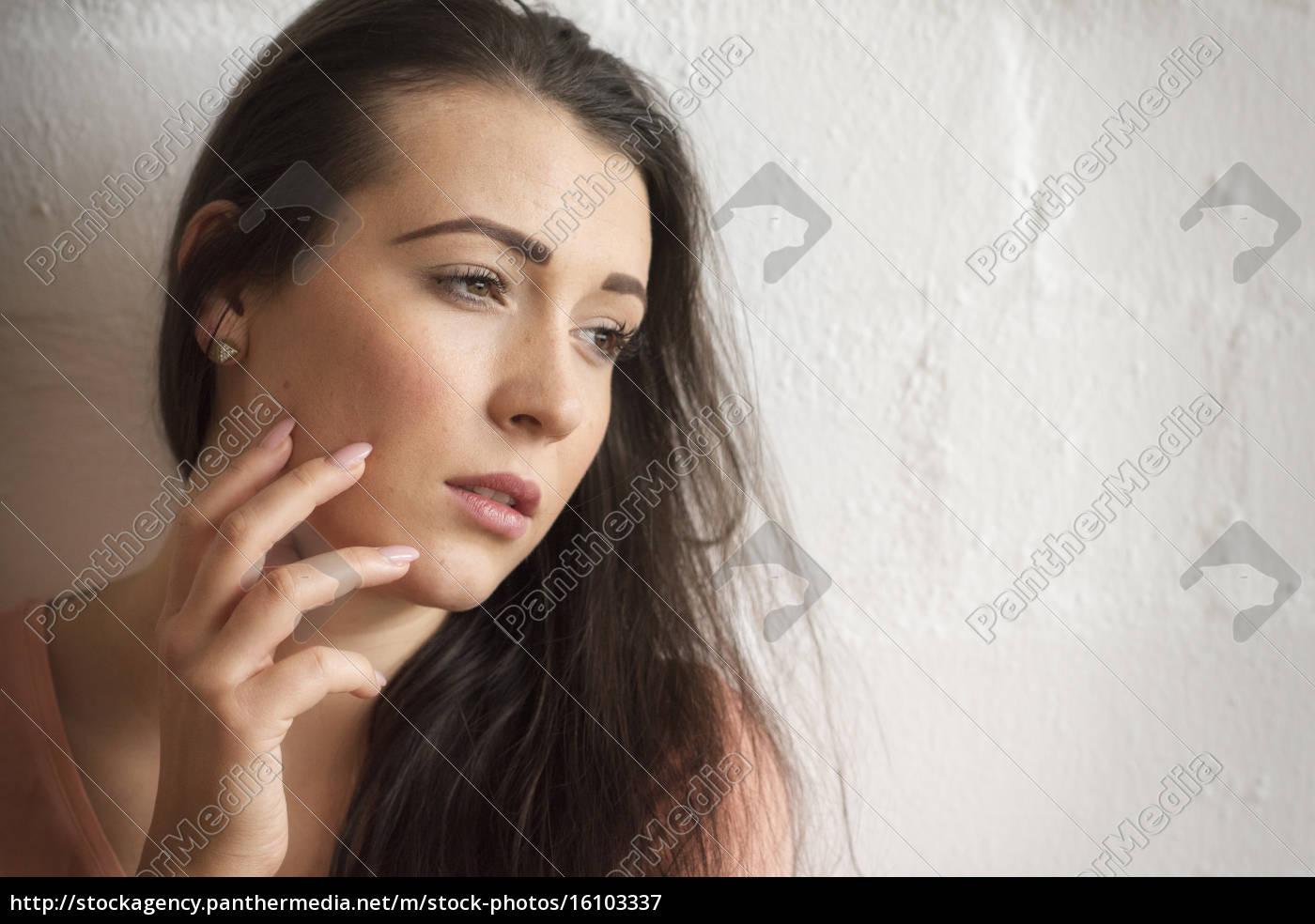 piękna, zmysłowa, kobieta, w, portrecie, przed - 16103337