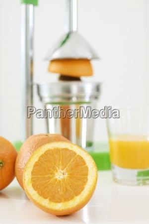 tworzenie swiezo wycisnietego soku pomaranczowego