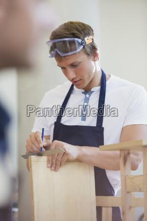 drewno w warsztacie carpenter pomiaru