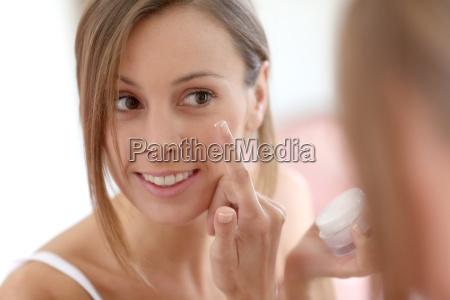 atrakcyjne dziewczyny wprowadzenie anti aging cream