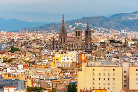 widok z lotu ptaka na barcelone