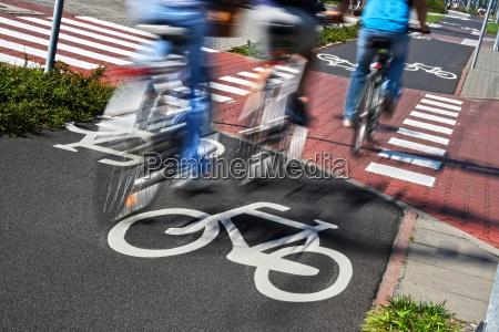 znak drogowy rowerow i rowerow jezdzcow