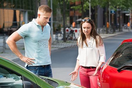 para szuka na zderzenie samochodow