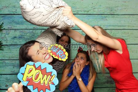 strach kissenschlacht dziewczyny