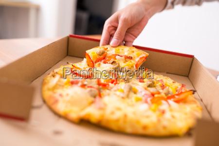 pizzy zabrac i jesc w domu