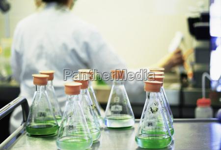 kobieta womane baba plynny eksperyment nauka