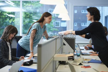 kobieta womane baba biurko zenski meski