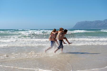 couple piggyback racing
