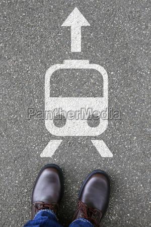 czlowiek mezczyzna pociag przejazd ruch stacja