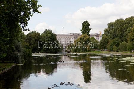 lake at st jamess park and