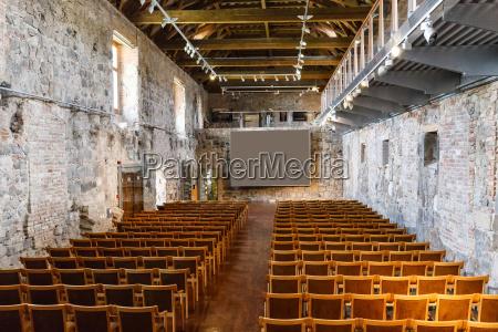 krzesla ruina ruiny sklepy handel biznes