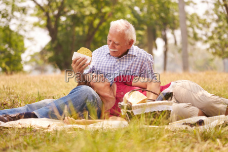 starsza para senior mezczyzna i kobieta
