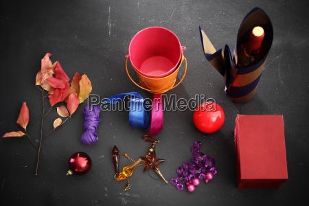 rzeczy potrzebne do zapakowania prezentu