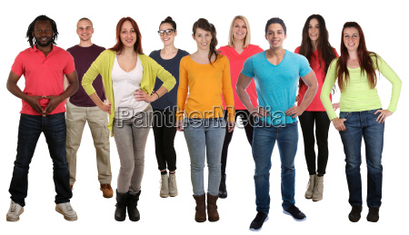 ludzie w grupie integracyjnej mlodzi ludzie