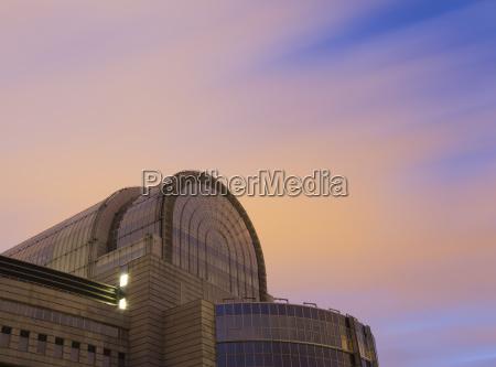 european parliament building at night espace