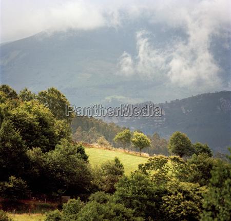 górzysty, krajobraz, w, wiejskiej, okolicy, w - 19458752
