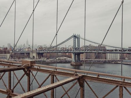 the manhattan bridge from the brooklyn