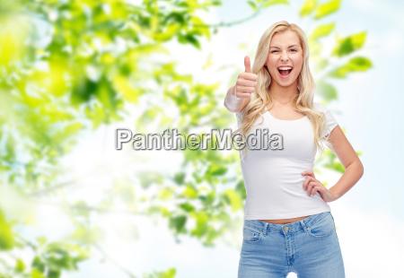 szczesliwa mloda kobieta lub nastoletnie dziewczyny