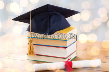 zblizenie ksiazek z dyplomem i uniwersytet