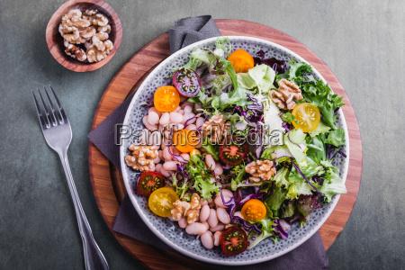 salatka z fasoli i orzechow wloskich