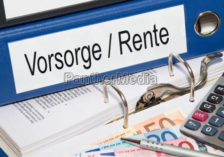 folder emerytury w biurze