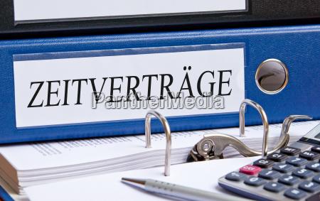 czas kontrakty folderu w biurze