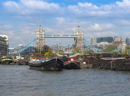 river thames and tower bridge london