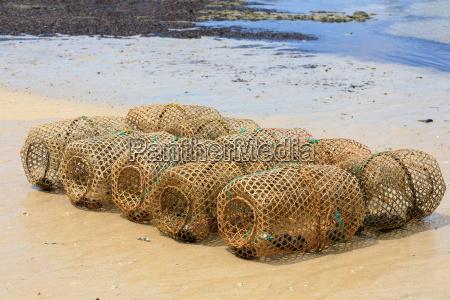 typowa pulapka wedkarska na malgaskiej plazy